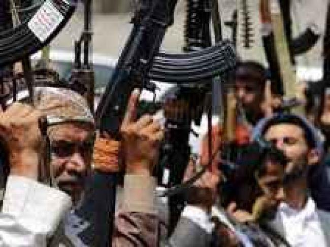 تفاصيل صادمة هؤلاء الضباط هم من يقودون معارك الحوثيين في سلسلة جبال مران بصعدة ويحمون معقل مراهق الكهف