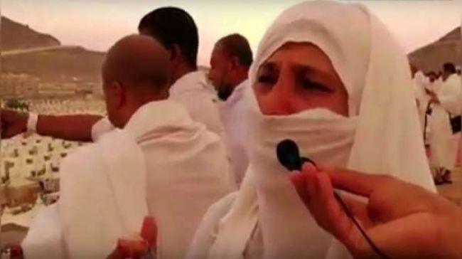 شاهد حاجة يمنية تدعوا لليمن واليمنيين بحرقة شديدة في مشعر منى فيديو