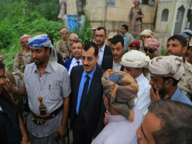 رئيس الأركان يزور إحدى المنافذ الحدودية الهامة ويشدد على ضبط الممنوعين من السفر