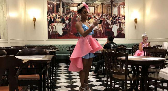 مطعم للعراة في باريس تعرف على أسعار وجباته - YouTube