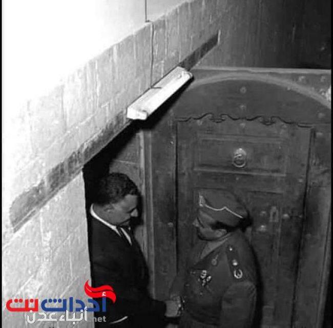 شاهد صور نادرة للزعيمين عبدالناصر والسلال في منزل قديم بصنعاء